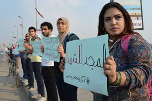 Activists stand on 6th of October bridge in Cairo on the fourth anniversary of Mohamed Mahmoud events on 19 November, 2015. ASWAT MASRIYA/Asmaa Gamal